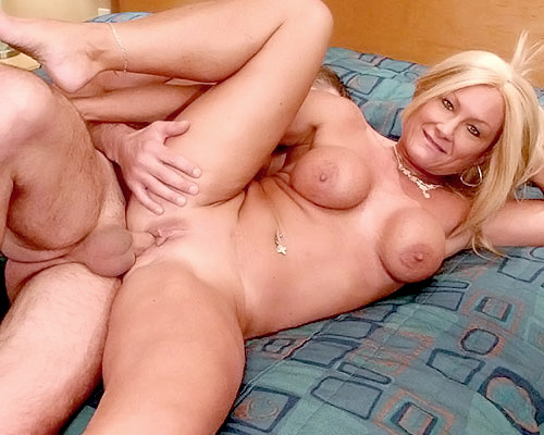Hotel room fun with blonde milf Roxy